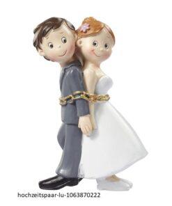 Hochzeitspaar in Ketten